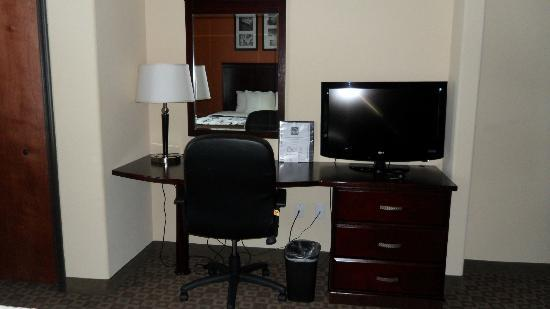 Sleep Inn & Suites Hwy 290/NW Freeway: Room's Office/Desk Area