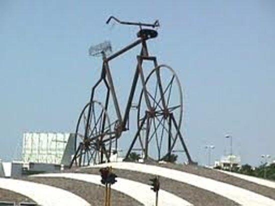 Bicycle Square (Midan Addarajah): the cross between king fahad & alrawdah streets