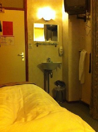 Atlanta Hotel: room 12a in March 2022