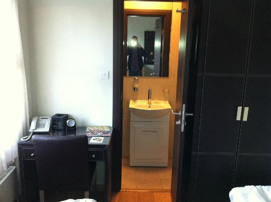 The Royale Chulan Hyde Park Hotel London: blick ins bad