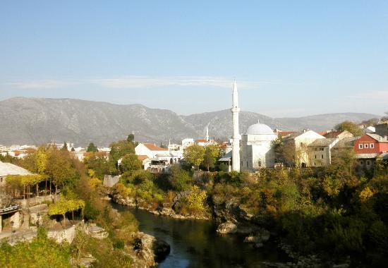 S&L Guesthouse: day trip to Mostar - autumn foliage!