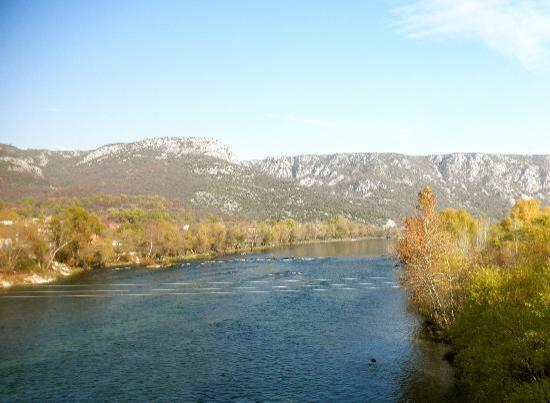 S&L Guesthouse: day trip to Mostar, autumn foliage treat