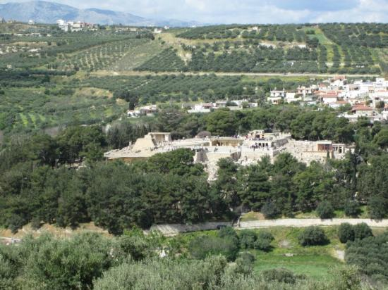 Knossos Archaeological Site: Palace as viewed from the east (hill)