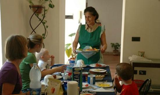 Sentieri Luminosi: La colazione