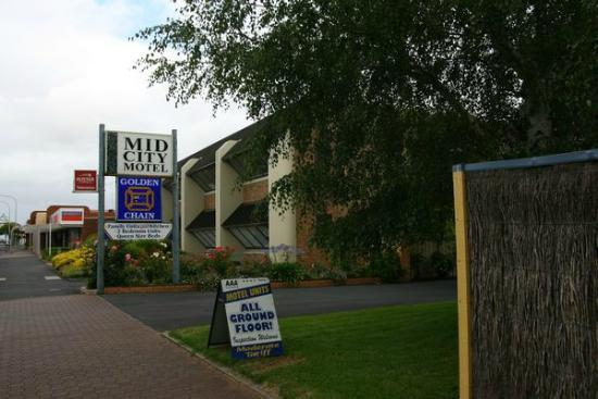 Mid City Motel: the motel