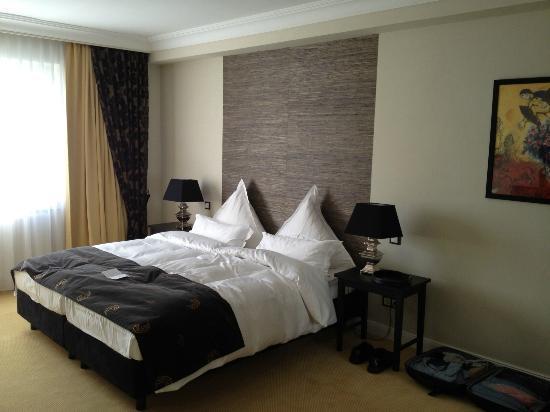 Hotel Business & More: Bett Zimmer 409