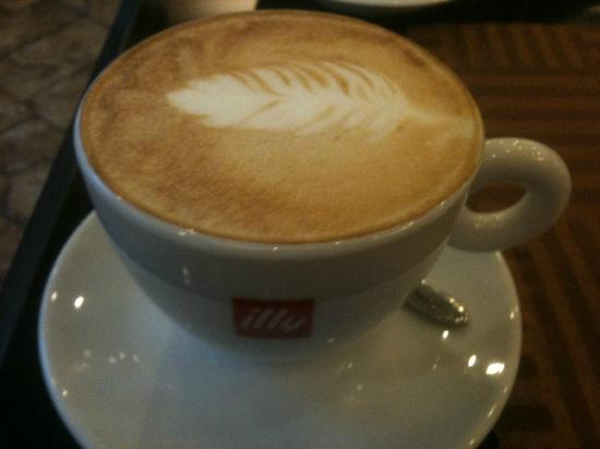 Yinghuayuan Hotel : Cappuccino... even better than in Italy