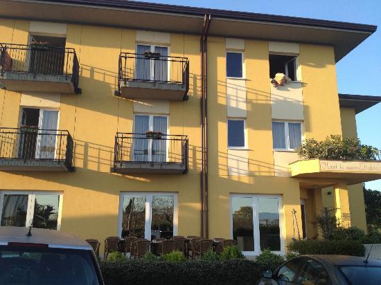 Hotel Nuova Barcaccia: fronte hotel