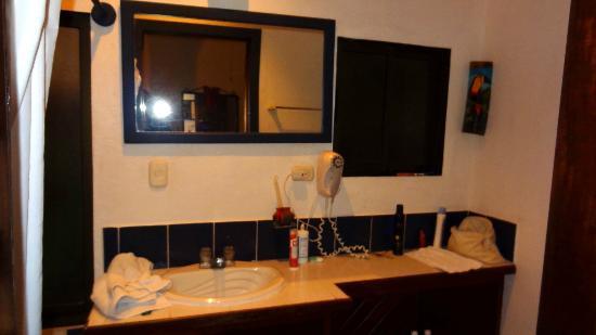 Hotel Villas El Parque: Bathroom
