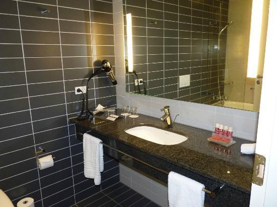 Crowne Plaza Copenhagen Towers : bathroom