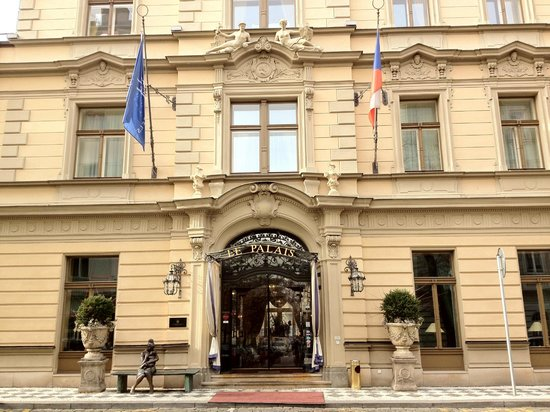 Le Palais Art Hotel Prague: Building, front view