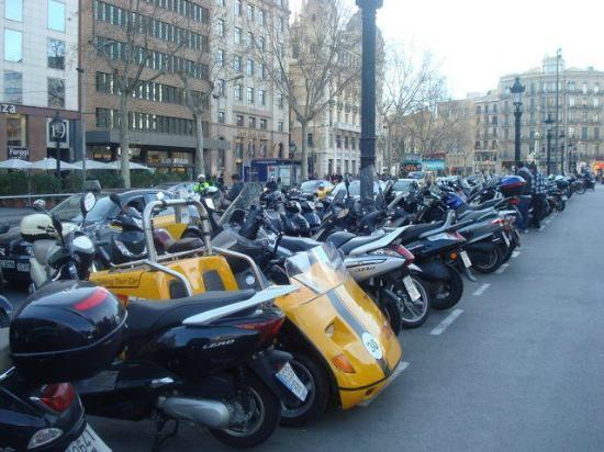 GoCar GPS Guided Tours : Our Marta in Plaça Catalunya.