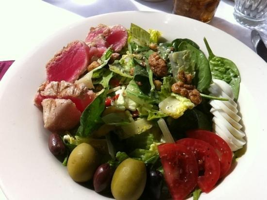 Alta's Rustler Lodge Dining Room: Seared Ahi Tuna Nicoise salad
