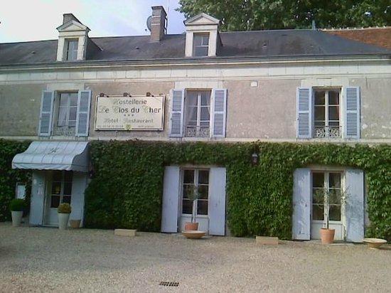 Hostellerie Le Clos du Cher : vue de l'entrée