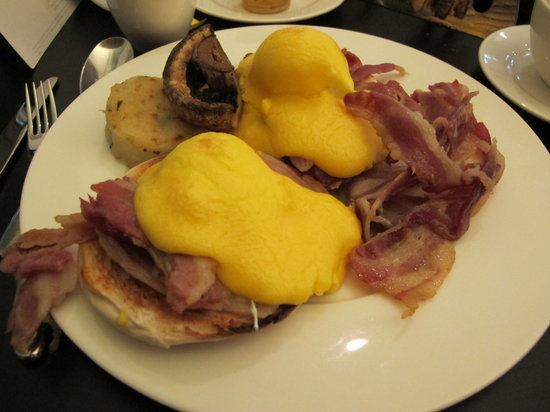 City Cafe: Eggs Benedict w/ Bacon & Portobello Mushrooms