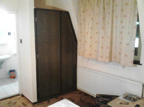 Attila Hotel & Pension: wardrobe doors