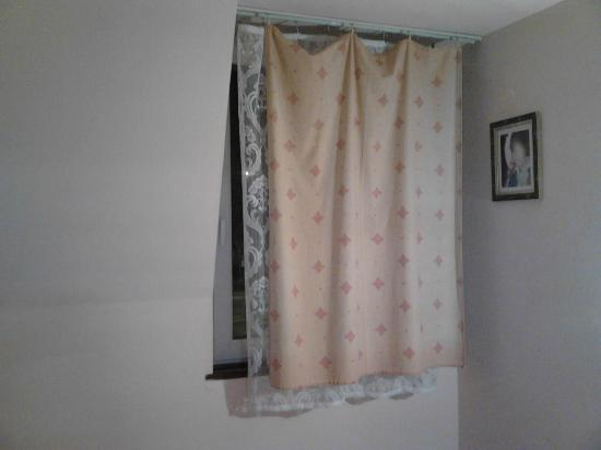 Attila Hotel & Pension: ''fitted drapes''