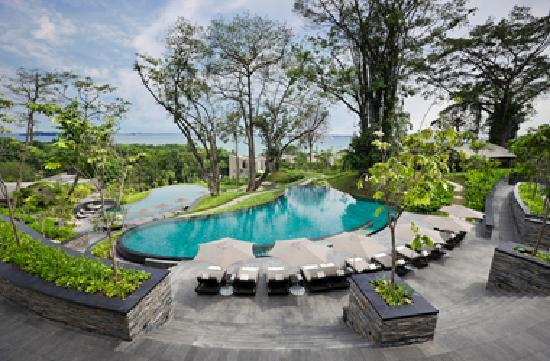Capella Singapore: Cascading Pools overlooking South China Sea