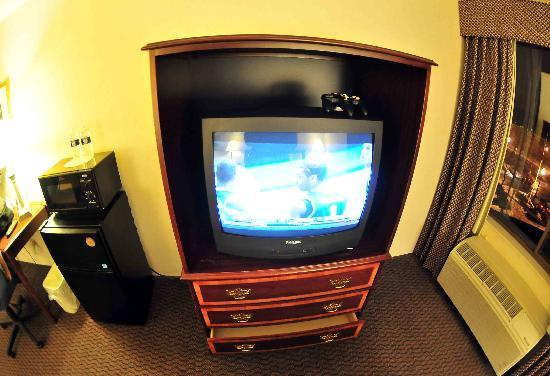 Nathan Hale Inn and Conference Center: Old TV