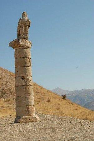 Kahta, Turkiet: Karakus Tumulusu