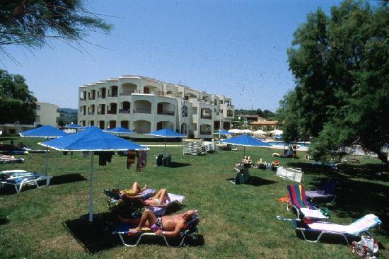 Caravel Hotel Zante: Outside area