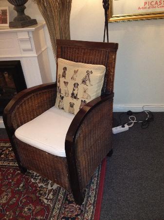 Boogaard's Bed and Breakfast: detalle silla living