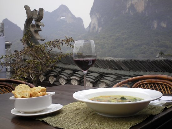 Luna Cafe Yangshuo: Minnestrone in the Grove at Yangshuo Village Inn