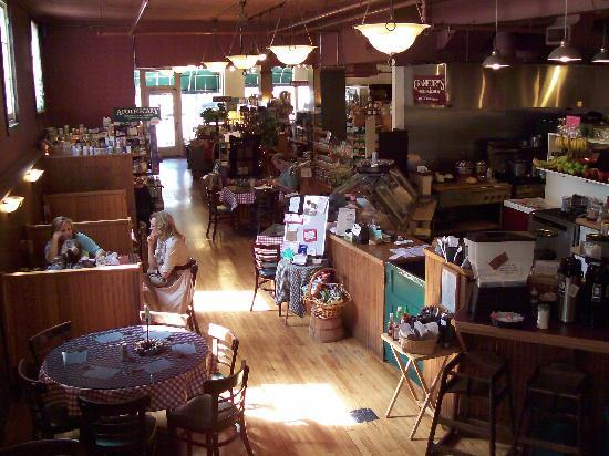 Cranberry's Grocery & Eatery: Relax and enjoy the yummy food.