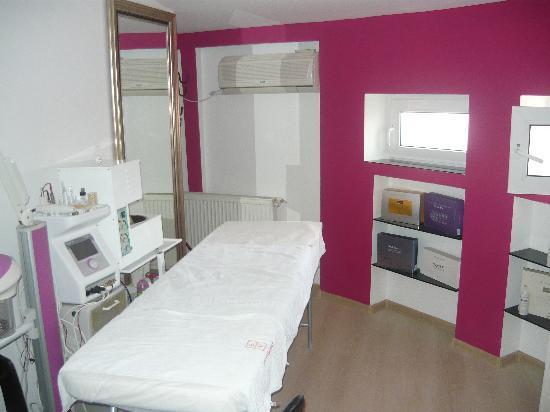 Chic Salon: Facial Treatments Room