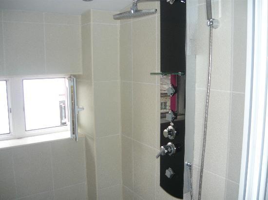 Chic Salon: Shower Room