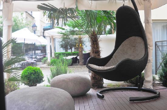 Hotel Les Jardins du Marais: Lounge extérieure / private outdoors