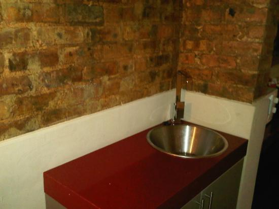Life Hotels Airport Johannesburg: sink