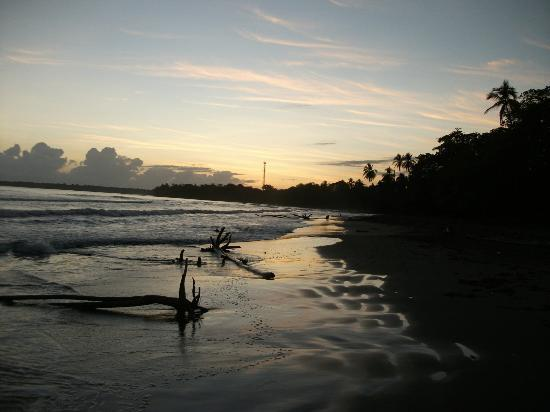Atlantida Lodge: Caribbean sunrise