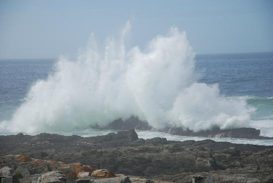 Storms River Mouth Restcamp: crashing waves