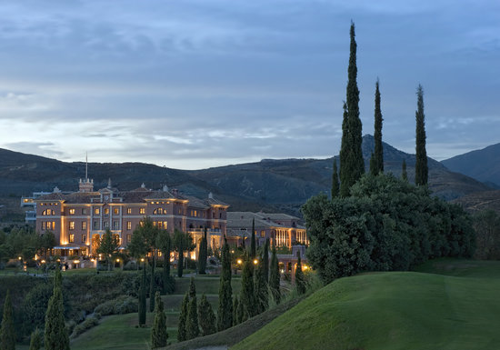 Villa Padierna Palace Hotel: Villa Padierna by night