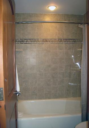 Lichenhearth Condominiums: Shower/Bath