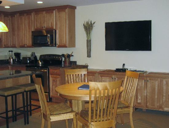 Lichenhearth Condominiums: Dining/Kithcen