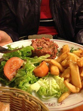 Le Clos Bourguignon: Steak Tartare (raw beef)