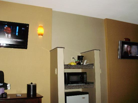 Comfort Suites: Two flat screen tvs
