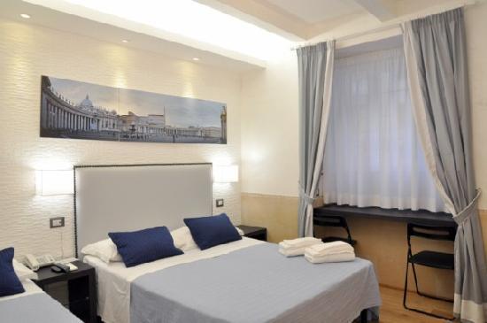 Vatican B&B Rome: Colonnato bedroom