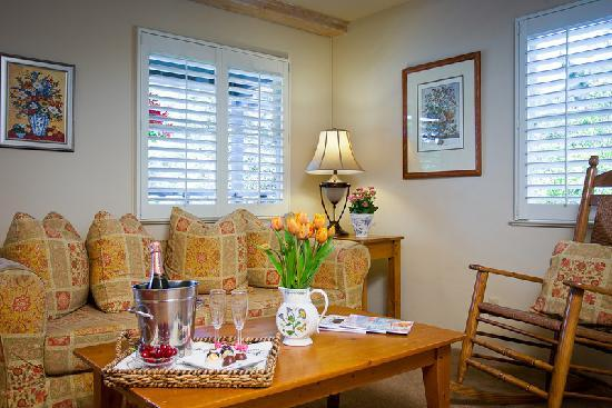 Carmel Country Inn: Two Bedroom Two Bath Suite