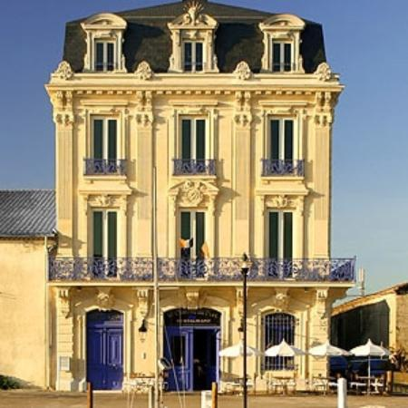 Le Château du Port : A magnificent building overlooking the port. Be sure to book.