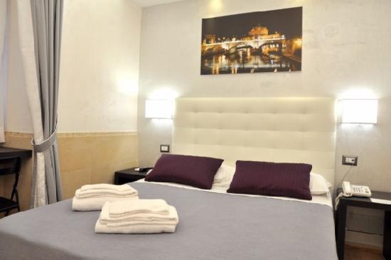 Vatican B&B Rome: Castello bedroom