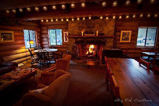 Gray Eagle Lodge: Interior of the main Lodge