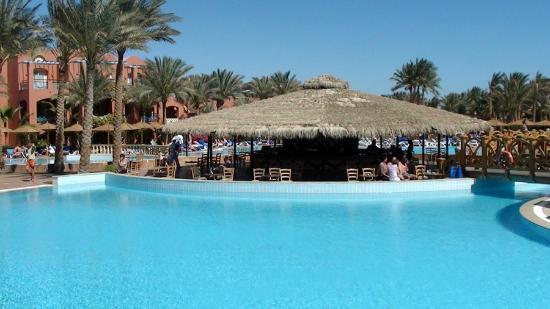 TUI Magic Life Sharm el Sheikh : Activity pool bar