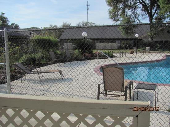 Hospitality Inn: Pool area