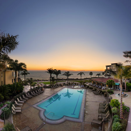 Dolphin Bay Resort & Spa: Poolview