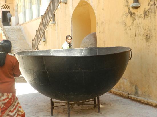 Forteresse et palais d'Amber: This is one which was used in movie Jodha Akbar-- This is not related to any history