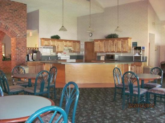 Hospitality Inn: Morning breakfast served here