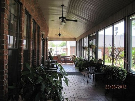 Hospitality Inn: other end of Veranda